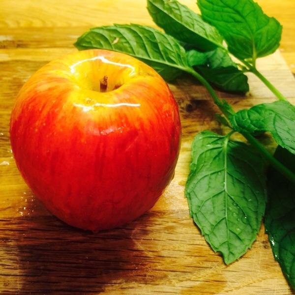 Detoxvatten_apple-20140507-164746.jpg
